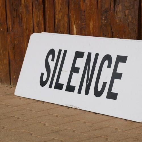Les discriminations silencieuses